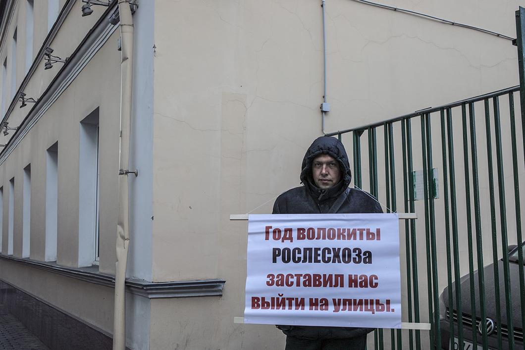 Житель Пушкинского дола Владимир Тимошенко. Фото Влад Докшин Новая газета